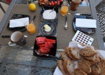 Knossos 3, frokostbordet er dekket