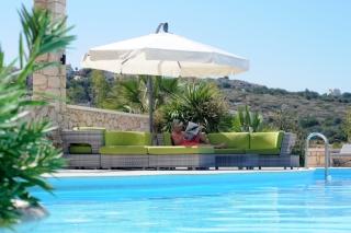 Sittegruppe ved bassenget til Knossos 3
