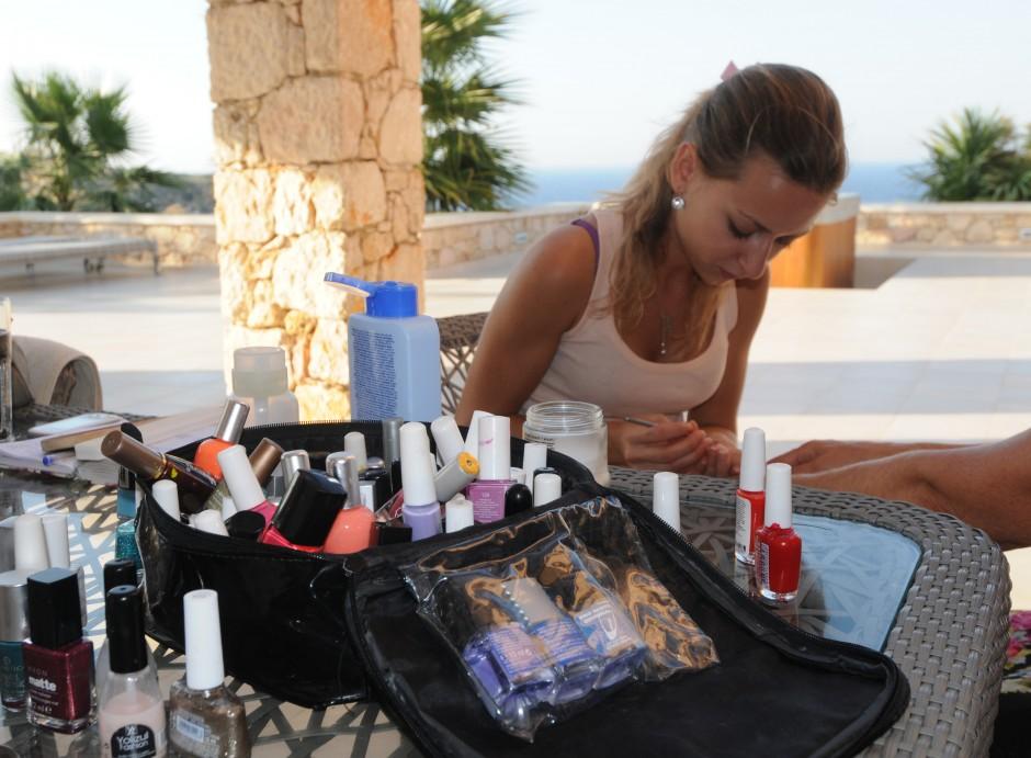 Alexandra Zervou er profesjonell hår, makup & Nail artist med base på Kreta.